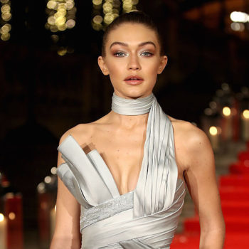 Gigi Hadid's mom gave her a helping hand on the red carpet (because moms are heroes)