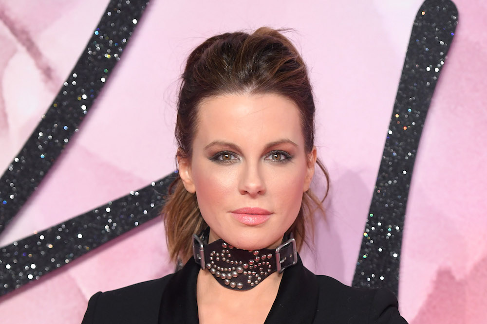 Kate Beckinsale totally owned the red carpet in this freaking amazing tuxedo