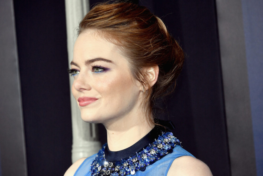 "Emma Stone stunned at the ""La La Land"" premiere in an ethereal midnight blue gown and WOW"