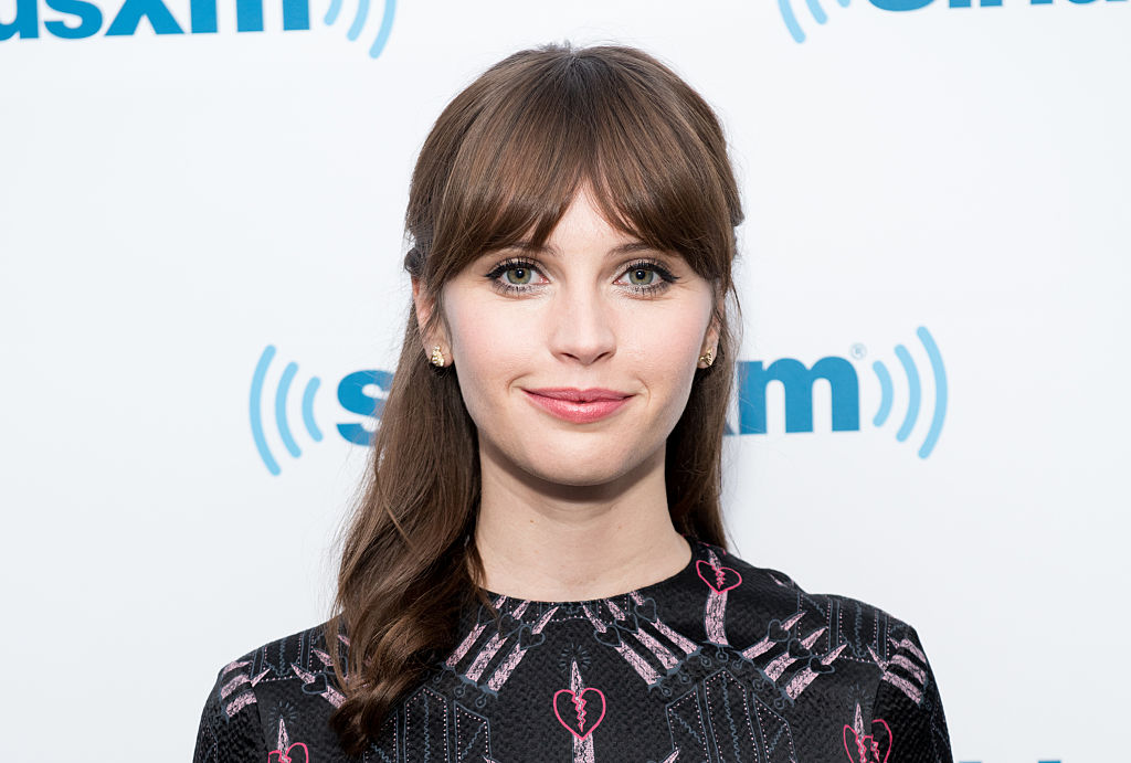 """Felicity Jones thinks having a powerful female lead in """"Rogue One"""" is NBD and we totally agree"""