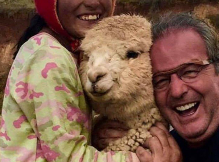 This dad had a precious freakout over alpacas, and it will make your day