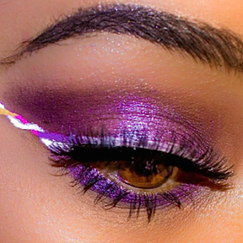 We're obsessed with the whimsical eye makeup trend that basically looks like unicorn eyeliner