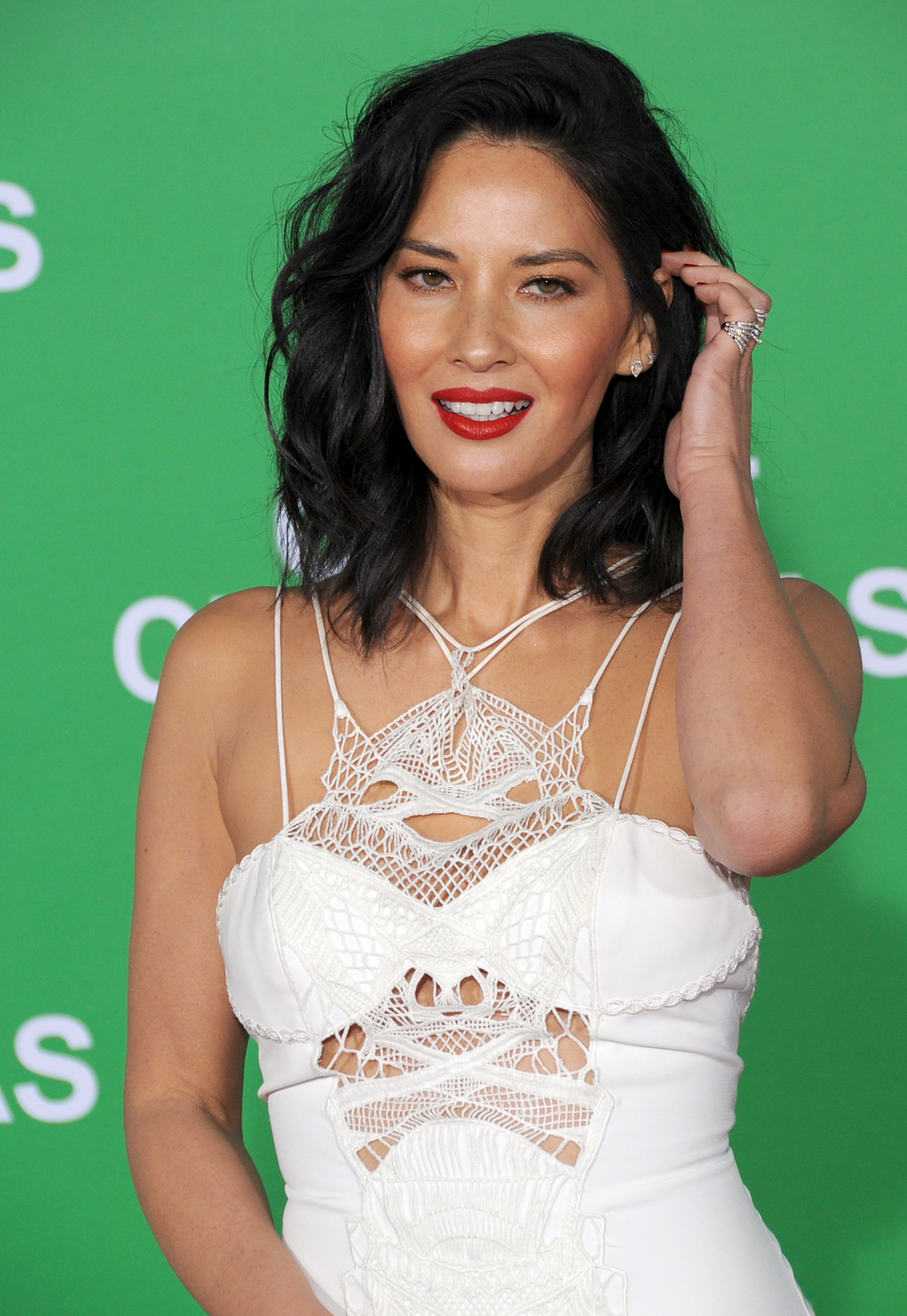 Olivia Munn Just Got The Haircut We Ll All Be Getting In 2017