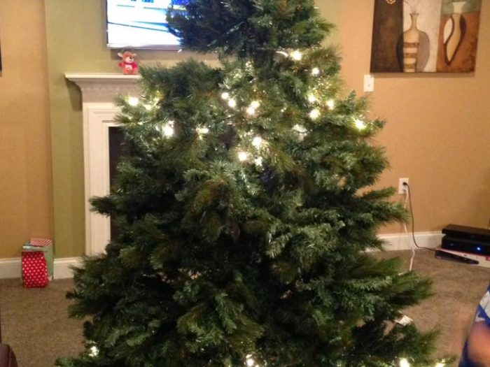 Half-lit Christmas Trees Are Apparently All The Rage This