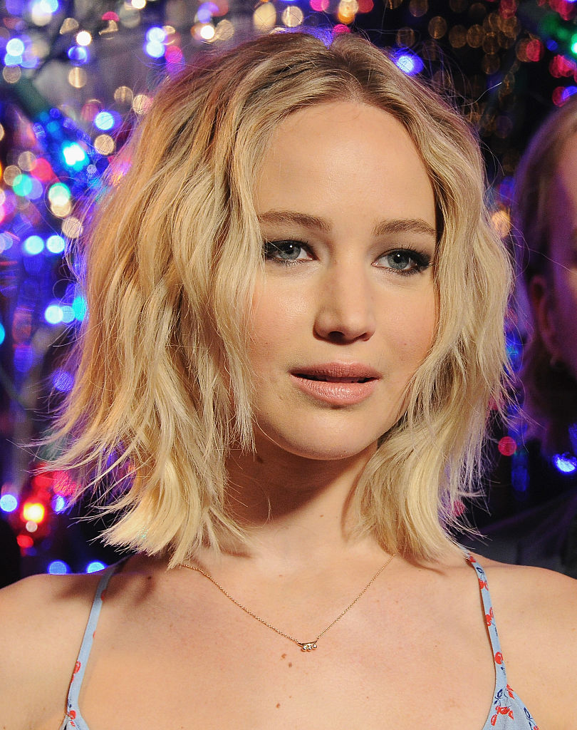 "Jennifer Lawrence wears completely mismatched prints and somehow pulls it off at this ""Passengers"" photo call"