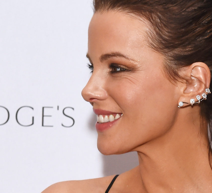 Kate Beckinsale's teased-up ponytail is the only hairstyle you'll need for holiday parties