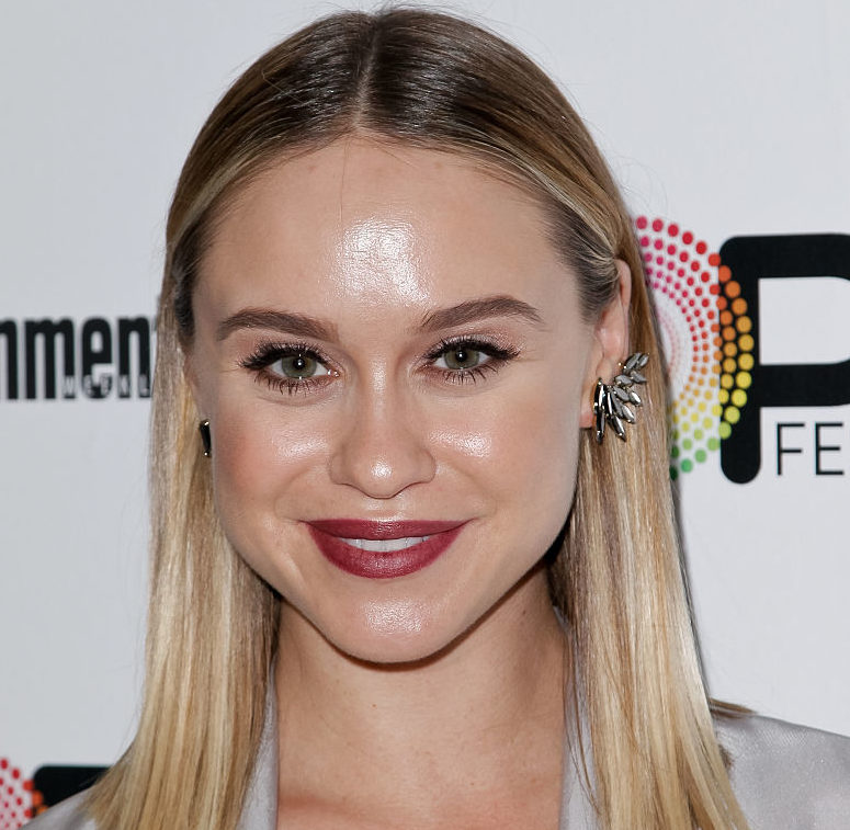 'Glee' star Becca Tobin finally shared photos of her wedding dress and she looks so beautiful