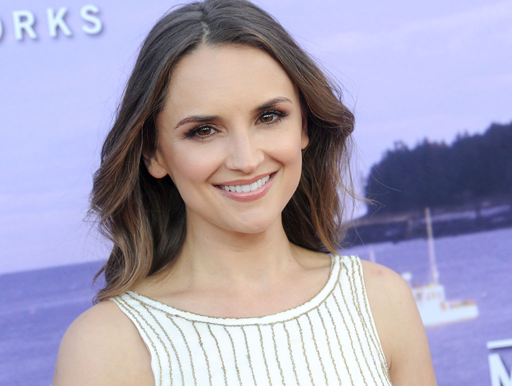 Rachael Leigh Cook looks like a beautiful Christmas ribbon in this holiday-perfect jumpsuit