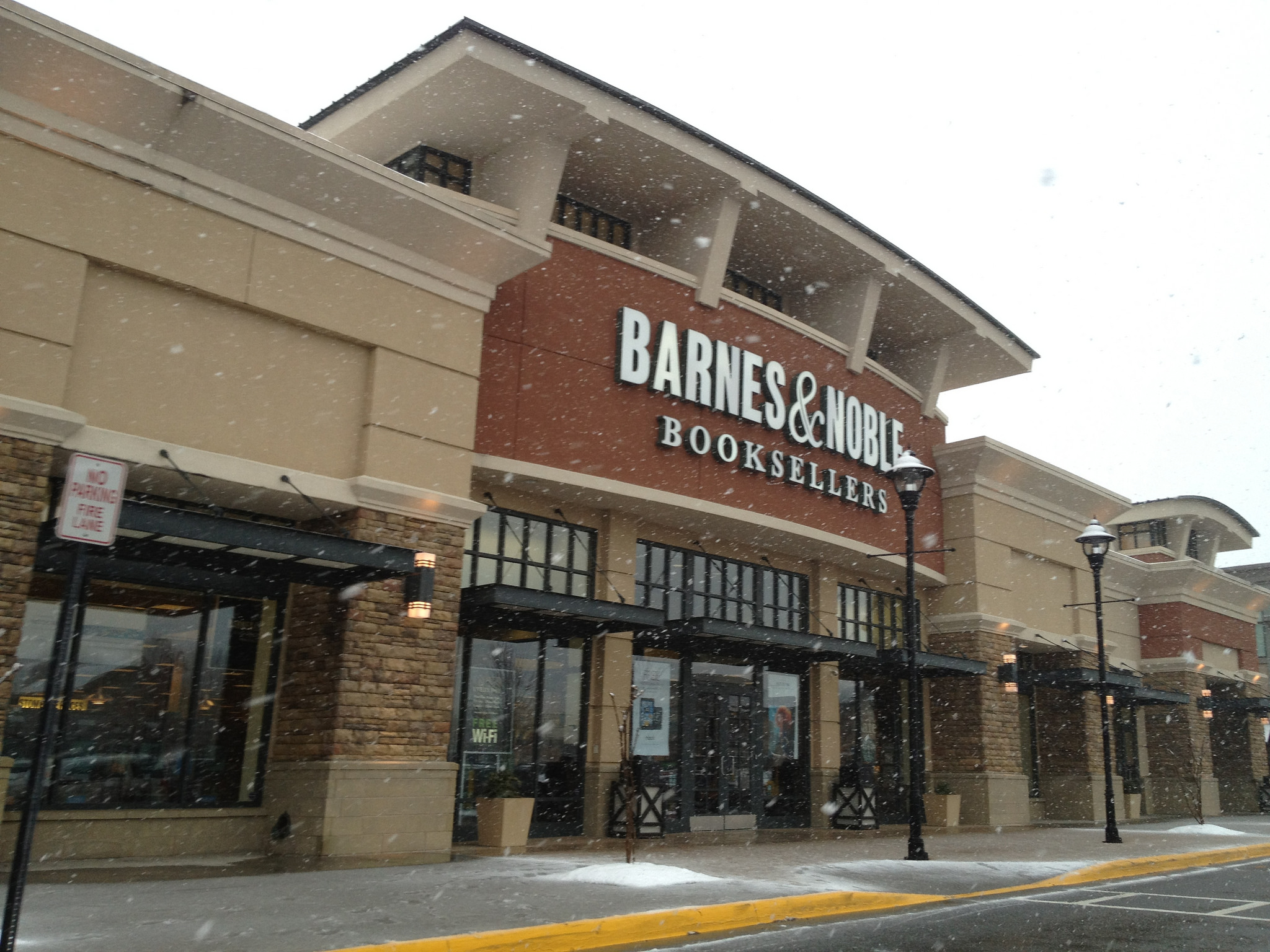 Barnes & Noble is now selling food and booze at select, heavenly locations