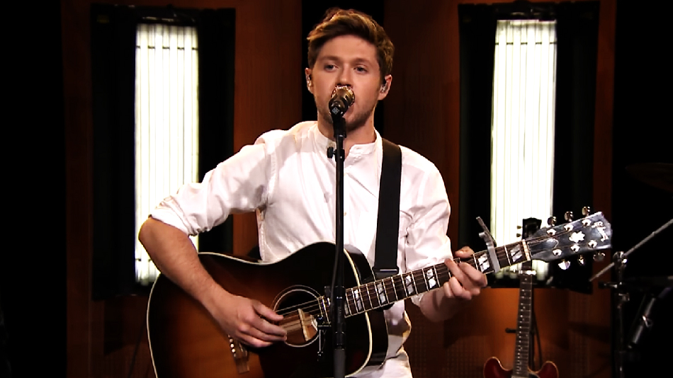 "Niall Horan sang ""This Town"" on ""The Tonight Show"" last night, and totally knocked it out of the park"
