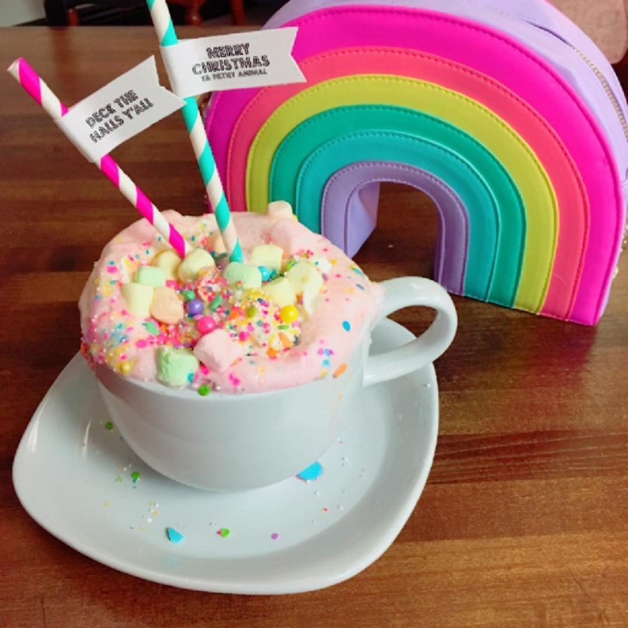 "This ""unicorn hot chocolate"" is happiness in a cup, and it looks too delicious to be true"