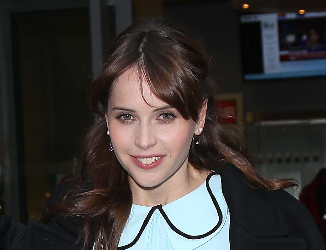 Felicity Jones gives us 1940s vibes in this fabulous powder blue dress