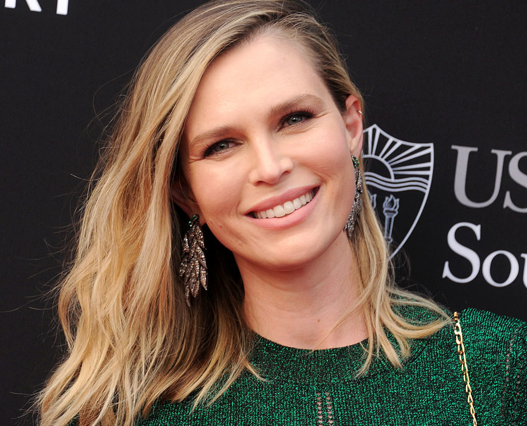 This ridiculously stylish pic of Sara Foster and her daughter is actual #MomGoals