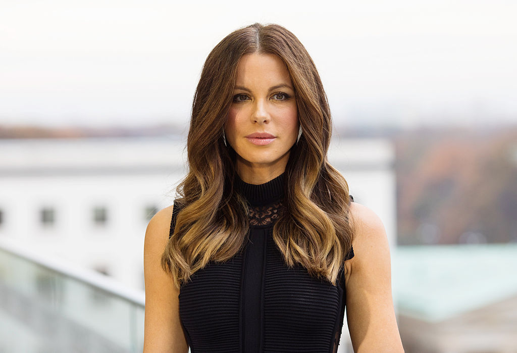 Kate Beckinsale just posted the most glam cat photo we've ever seen and we're jealous