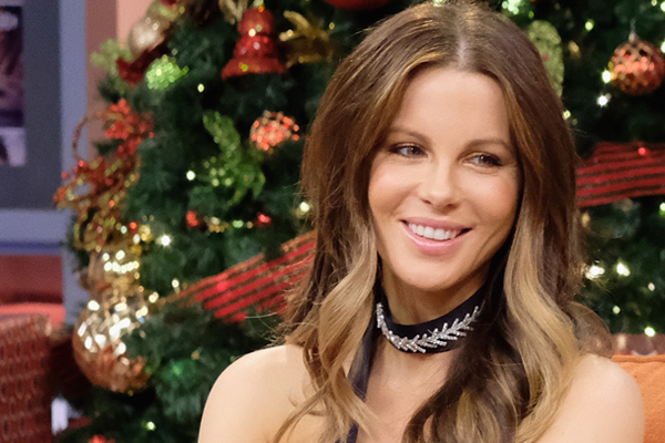 The ridiculously fancy photos of Kate Beckinsale's cat just got even better