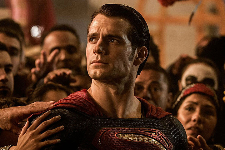Um, does this photo prove that Henry Cavill actually really does have superstrength?