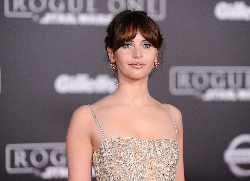 "Felicity Jones will start 2017 off right by hosting ""SNL"" for the first time"