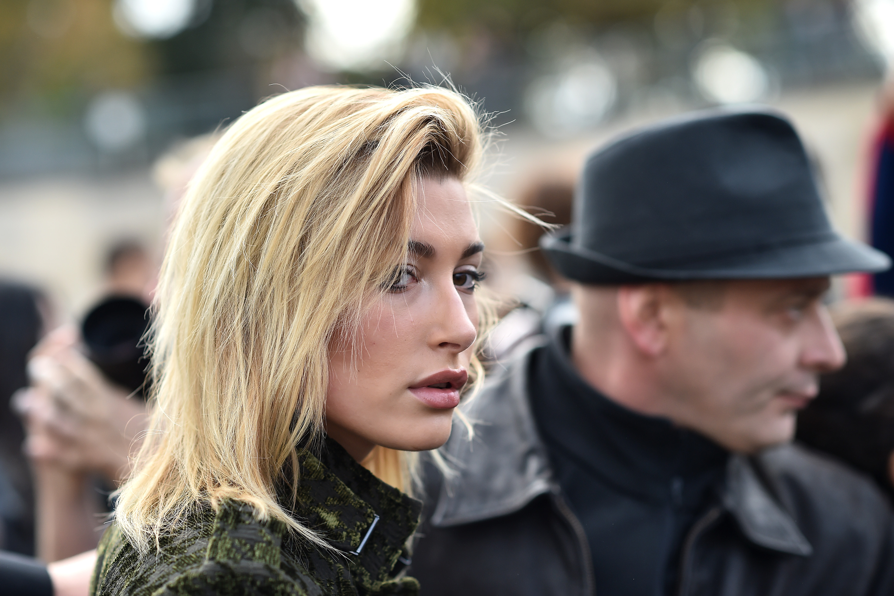 Hailey Baldwin gets new hair and glasses, looks sharp as hell