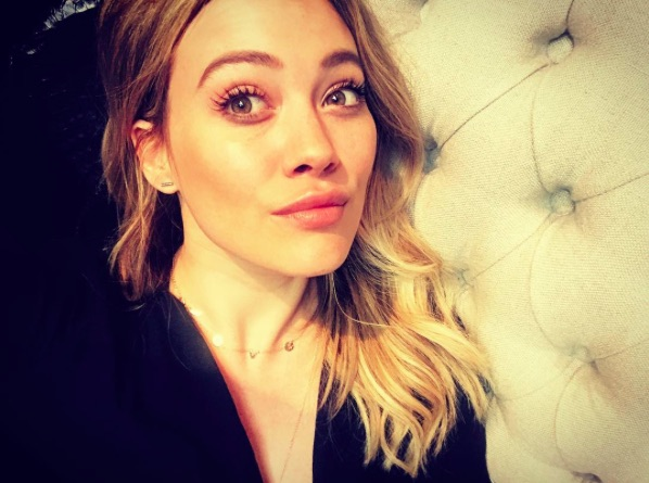 Hilary Duff rocked a forest green slouchy sweater and fashion hat this past weekend, and #GOALS!
