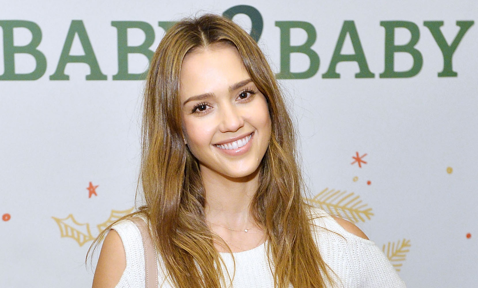 Jessica Alba wore a baggy sweatshirt with a metallic skirt, crushed the look