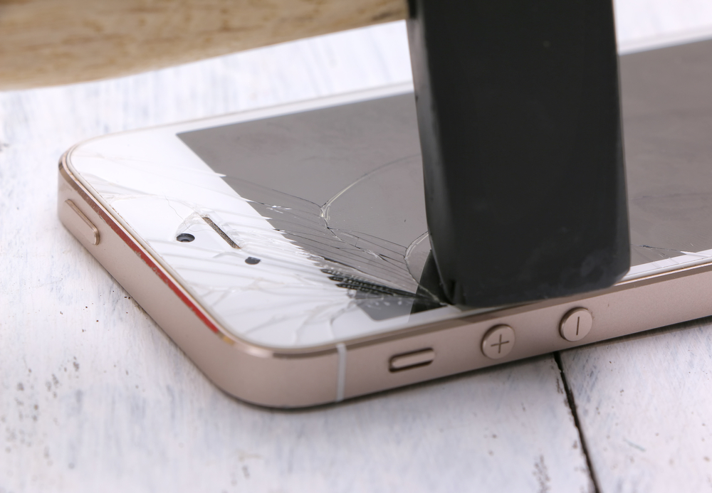 This study reveals that we may be breaking our iPhones on purpose
