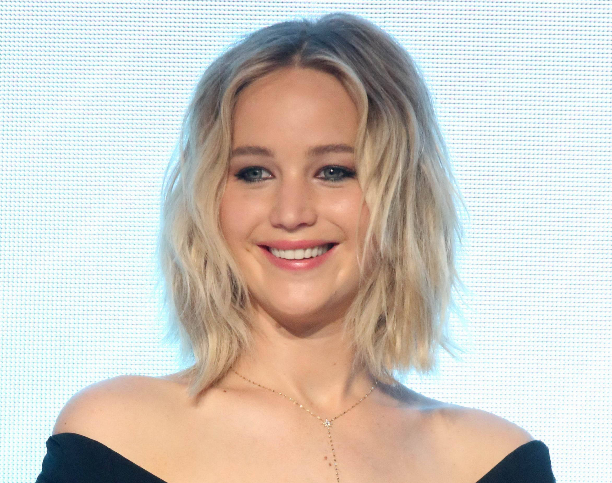 "Jennifer Lawrence's all-black ensemble totally reminds us of Sandy from ""Grease"""