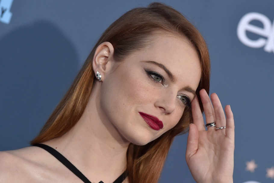 "Emma Stone has officially made ""airport chic"" a thing in this all-black mod ensemble"
