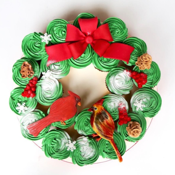 5 unreal Christmas cakes that are just too pretty to eat (but we definitely still would)