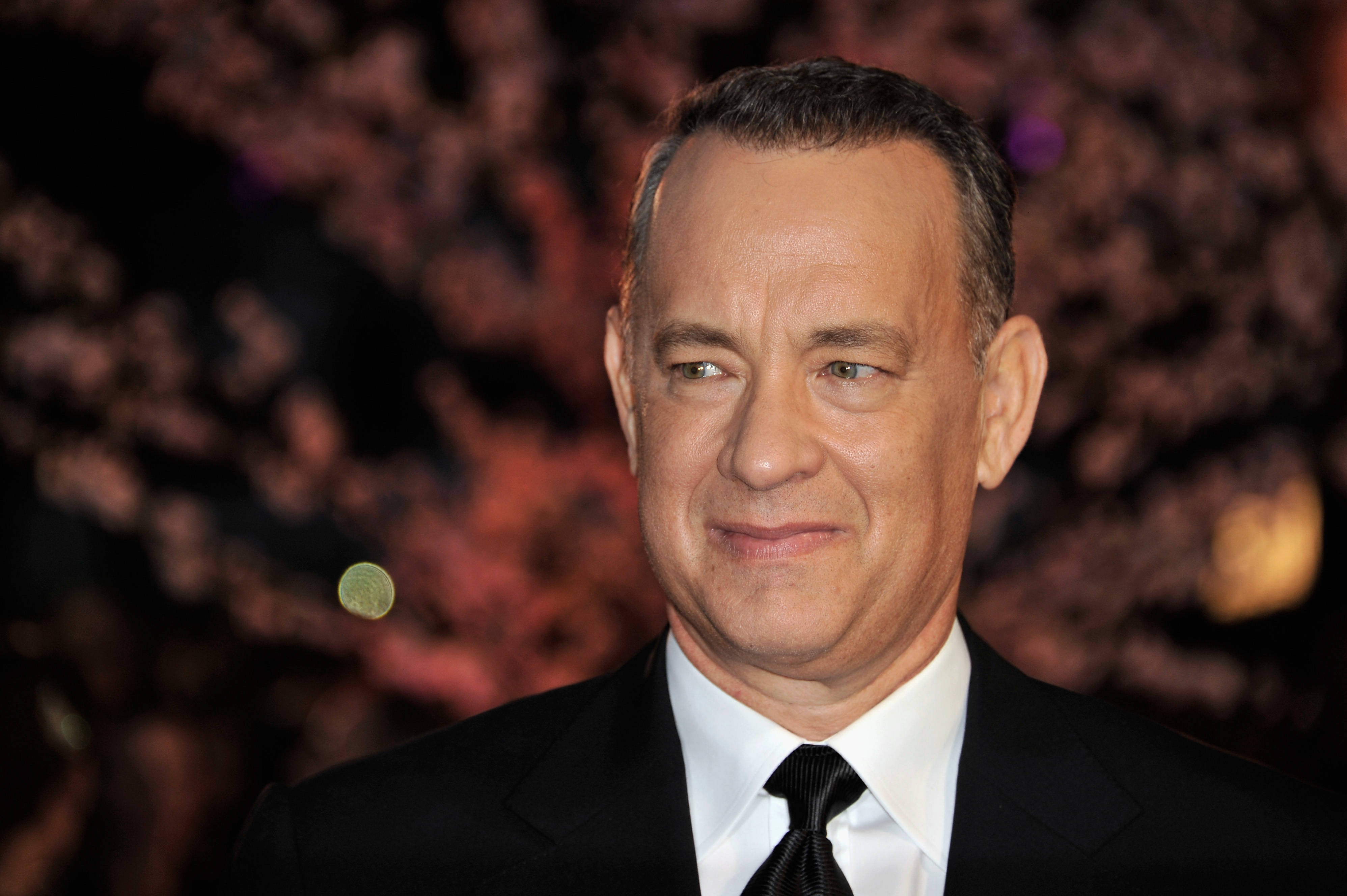 A fan wrote Tom Hanks asking for headshots -- and he quickly sent back the goofiest reply ever
