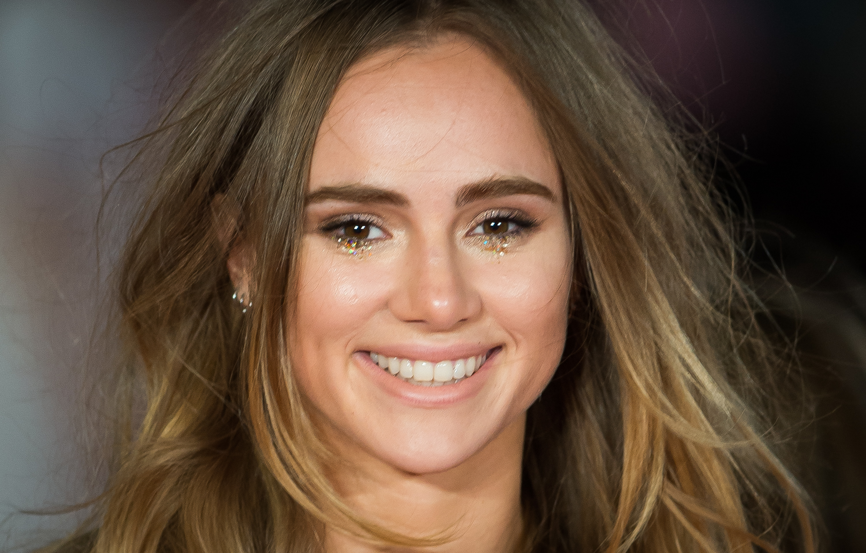 Ever heard of a 4-piece swimsuit? Allow Suki Waterhouse to demonstrate