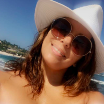 We are intensely jealous of Eva Longoria's warm and sunny beach Christmas