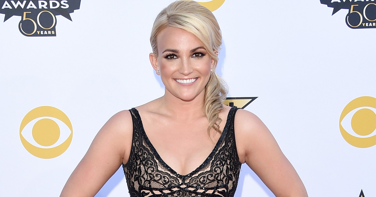 Jamie Lynn Spears just showed her family dancing to Britney's Christmas song and it's adorable