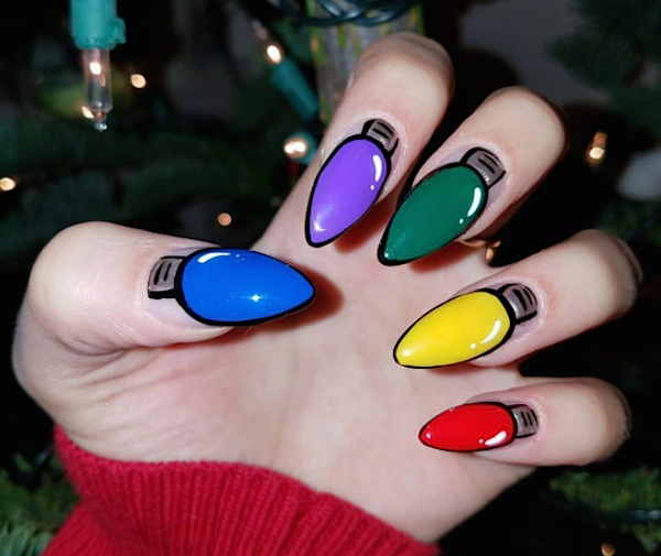 A nail artist seriously ~sleighed~ this colorful Christmas lights nail art