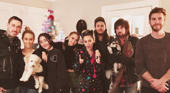 We just got another pic from Miley Cyrus and Liam Hemsworth's Christmas, and can we just be there already?