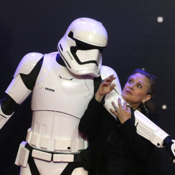 """Someone left behind a touching note for Carrie Fisher at a """"Star Wars"""" costume exhibit, and our hearts"""