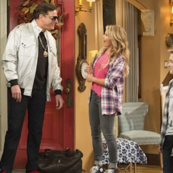 "It's official: ""Fuller House"" Season 3 is happening!"
