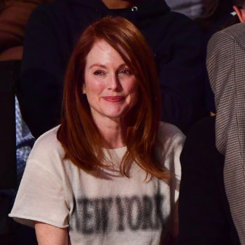 Julianne Moore and her daughter are total twins, and they're adorable watching basketball together