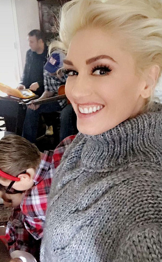 Gwen Stefani and Blake Shelton had a cozy, musical holiday and we're all for it