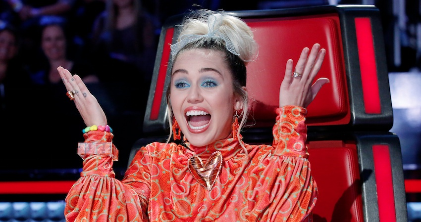Miley Cyrus's latest Insta pic reminded us that she's insanely good at yoga, and we think we need to start stretching