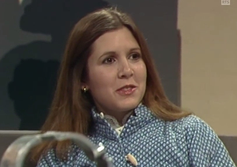 Carrie Fisher speaking French in this old interview reminds us just how freaking accomplished she was