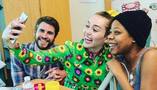 Miley Cyrus and Liam Hemsworth visited a children's hospital yesterday, and the pictures are seriously warming our hearts