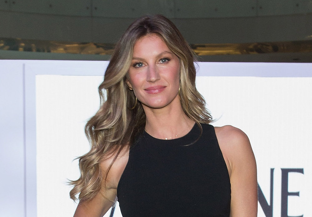 Gisele Bündchen posted this video of herself singing and playing guitar, basically proving she can do everything