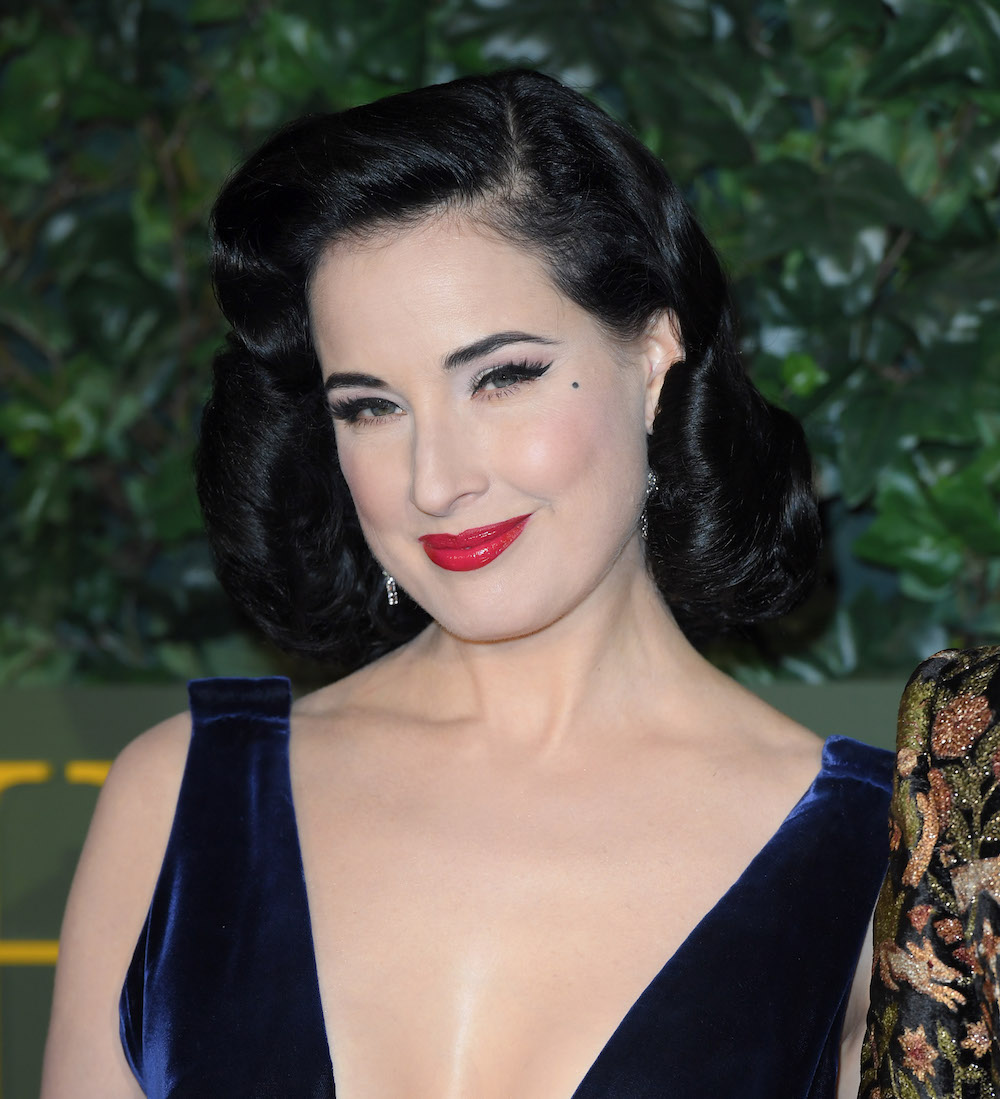 Dita Von Teese looked ultra-glam in her gold lamé gown and cape and we want to wear glitter and gold now