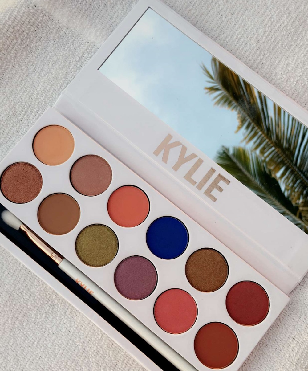 Here is what Kylie Jenner's new Kyshadow Royal Peach palette looks like and it's absolutely stunning