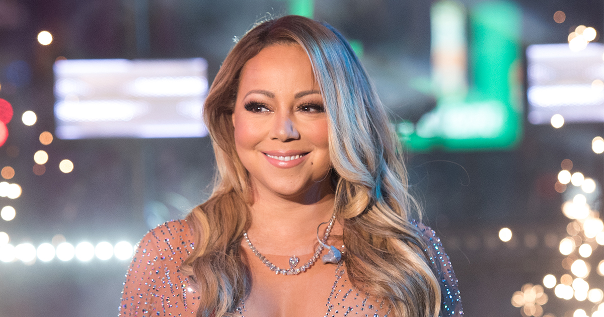Only Mariah Carey can look this glamorous while relaxing in a hot tub