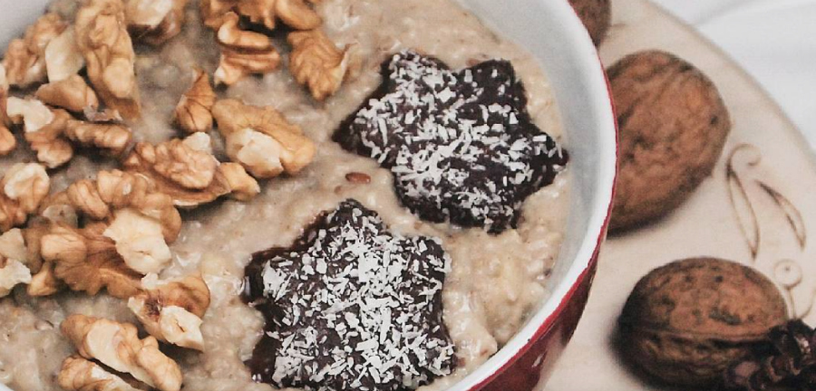 "This yummy ""Christmas oatmeal"" is the best way to use up your leftover cookies"