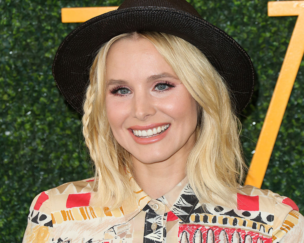 Kristen Bell's dress is all the colors of a shimmering sunset, and we can't look away
