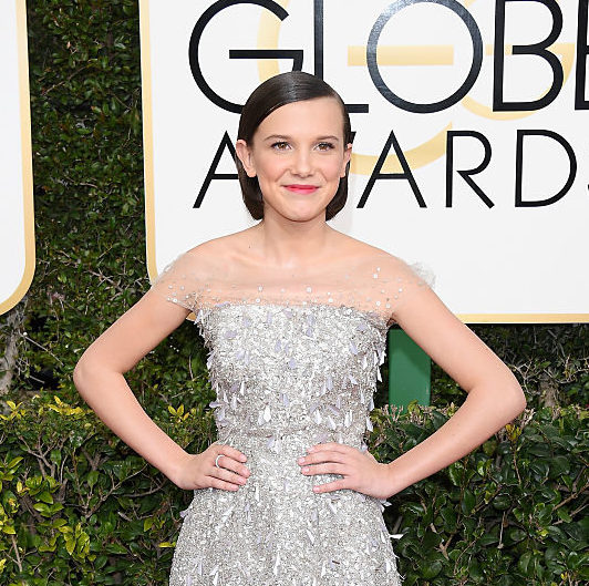 "Millie Bobby Brown makes secret ""Stranger Things"" hand signals at the Golden Globes"