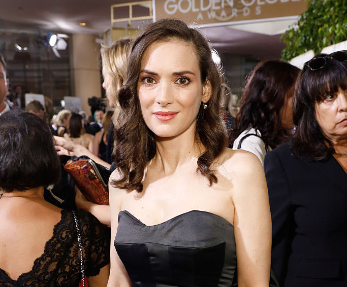 "Winona Ryder is perfectly channeling ""Beetlejuice's"" Lydia Deetz at the Golden Globes"