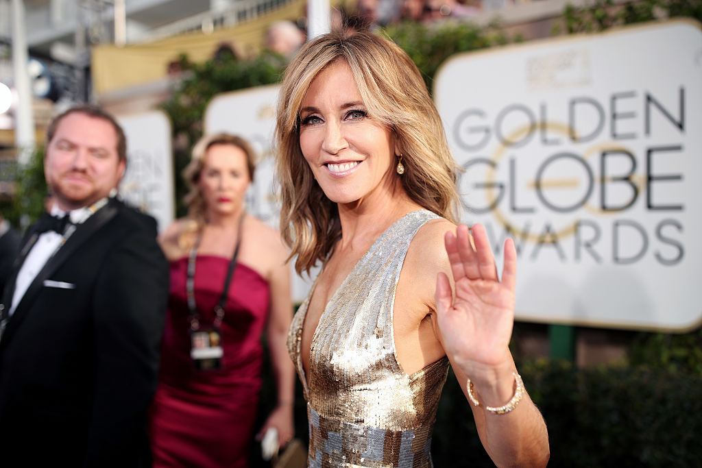 Felicity Huffman confirms that her Golden Globes pantsuit was in honor of Hillary Clinton